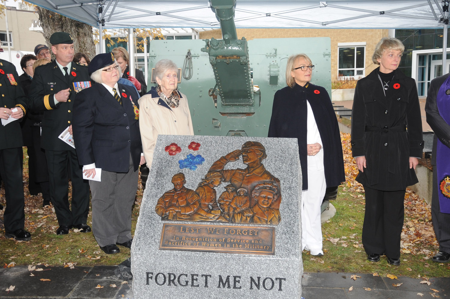 2013-11-07-11-28-26-WEDgb_Plaques unveiled_9774
